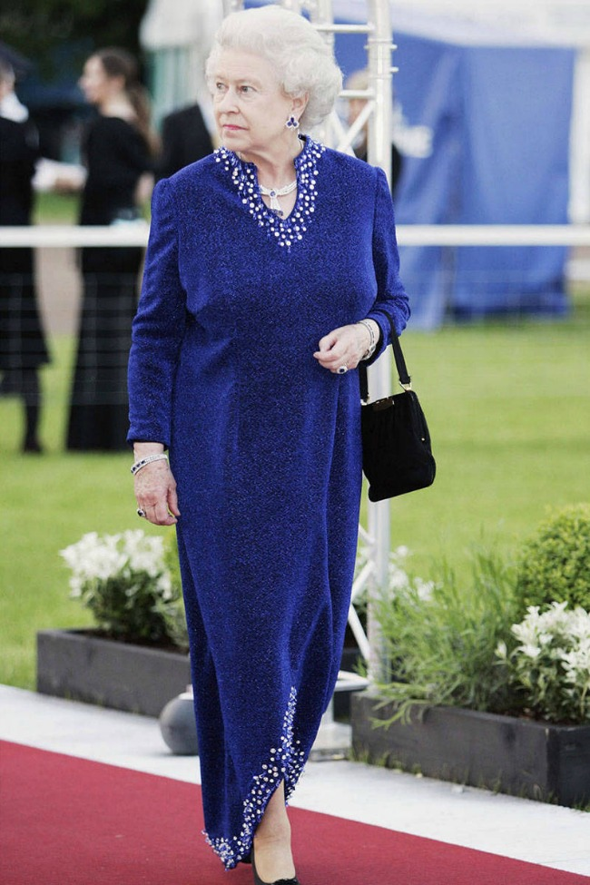 Kraljica Elizabeta Kaftan kao univerzalna doza glamura