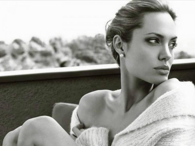 andjelina dzoli je nesalomiva na novoj naslovnici 2 Anđelina Džoli je nesalomiva na novoj naslovnici