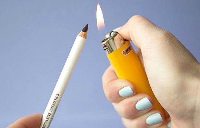 devet trikova za nanosenje ajlajnera zagrejte olovku za oci Devet trikova za nanošenje ajlajnera