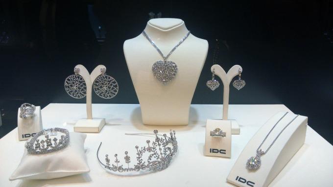 IDC nakit i tijara sa dijamantima1 Otvorena prva izložba dijamanata u Srbiji