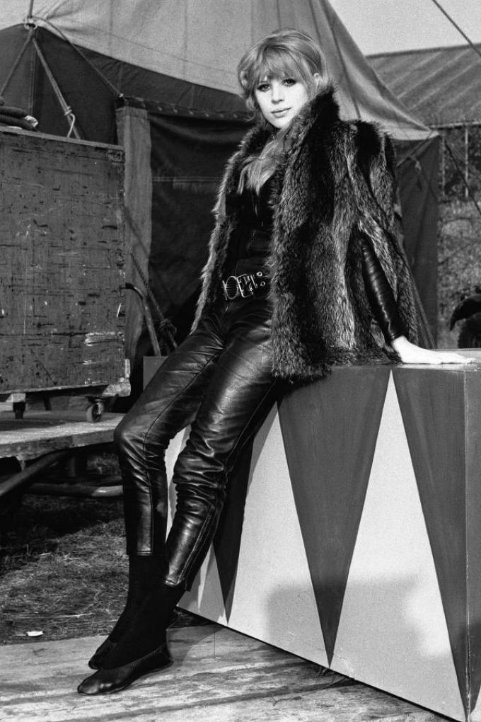 marijen Fejtful Kožne pantalone: Najbolji momenti u pop kulturi