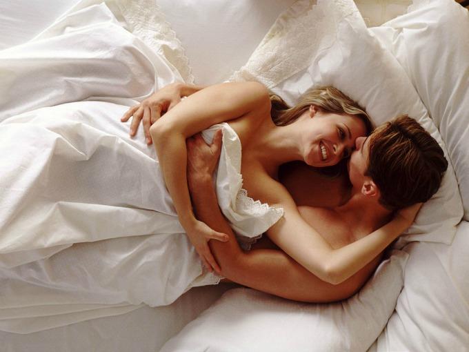 par tekst Sa novim dečkom u krevetu: Pet stvari koje mogu da sačekaju
