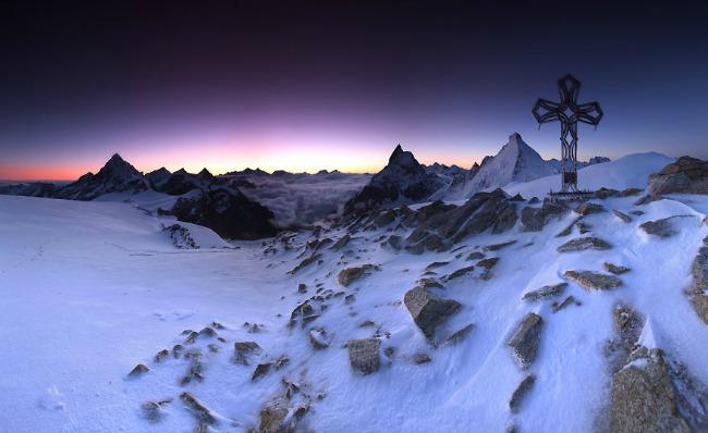 smrznuti krst Planinarenje kao potraga ka lepotama sveta   Karol Nienartovic