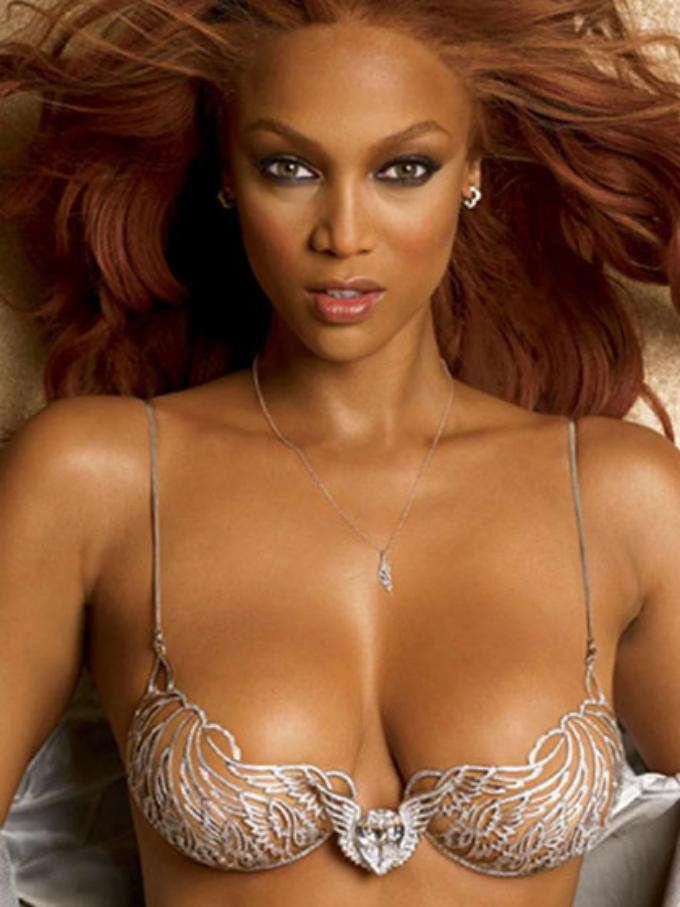 victorias secret fashion show 2004 tyra banks fantasy bra Najbolji modni momenti: Revije Victorias Secret