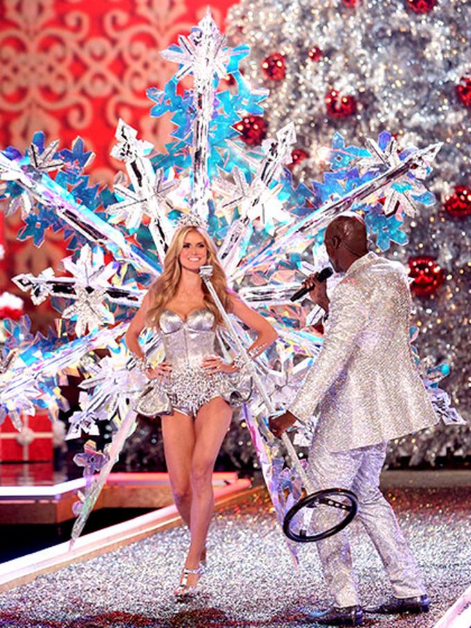 victorias secret fashion show 2007 heidi klum seal duet Najbolji modni momenti: Revije Victorias Secret