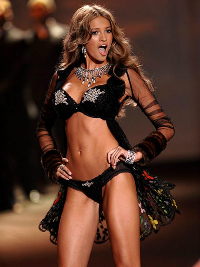 victorias secret fashion show 2009 model search contest Najbolji modni momenti: Revije Victorias Secret