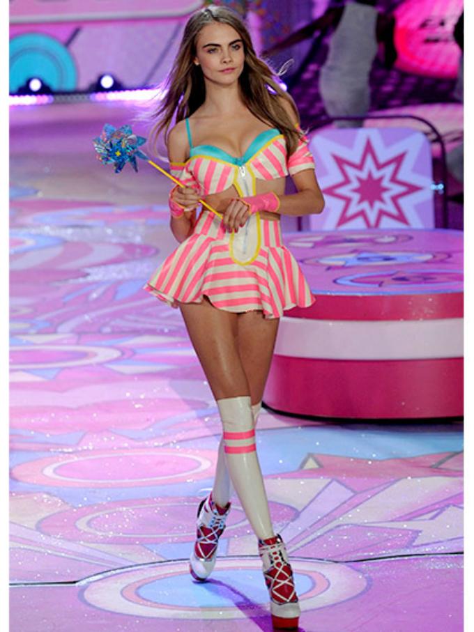 victorias secret fashion show 2012 cara delevingne Najbolji modni momenti: Revije Victorias Secret