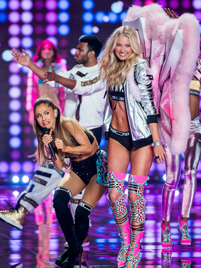 victorias secret fashion show 2014 ariana grande wing accident Najbolji modni momenti: Revije Victorias Secret