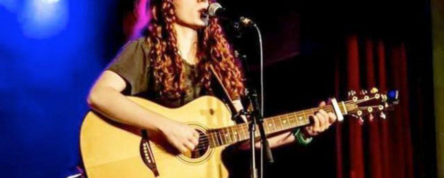 Ona peva na 11 jezika koje ne razume