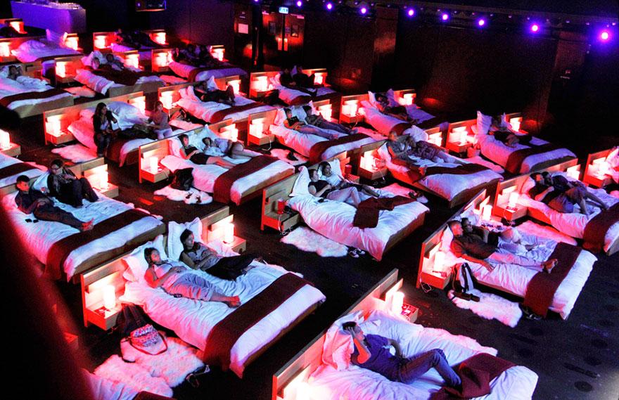 cinemas interior beds  880 Najotkačeniji bioskopi na svetu