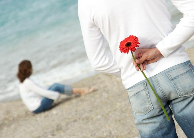 muskarac sa cvetom Šta zna želja šta je nemoguće