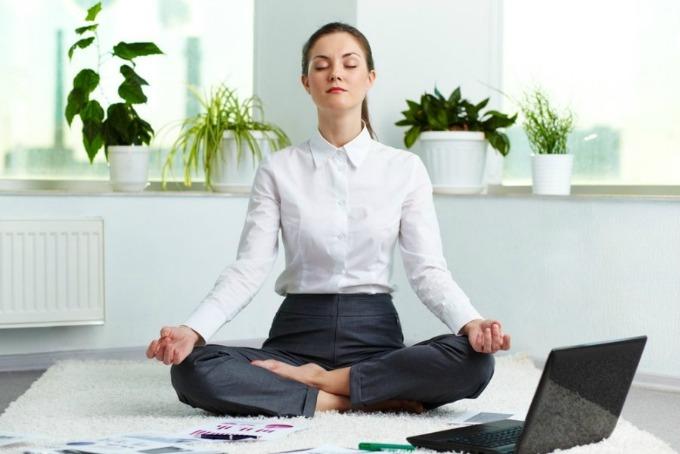 zena meditira Kako da meditirate?