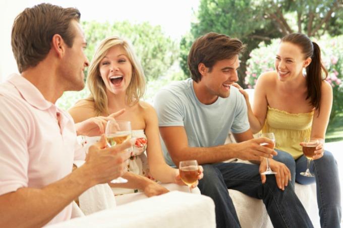 Razlika između žene koja pije crveno i žene koja pije belo vino Razlika između žene koja pije crveno i žene koja pije belo vino