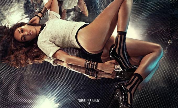 dzoan smols u kampanji brenda true religion 2 Džoan Smols u kampanji brenda True Religion