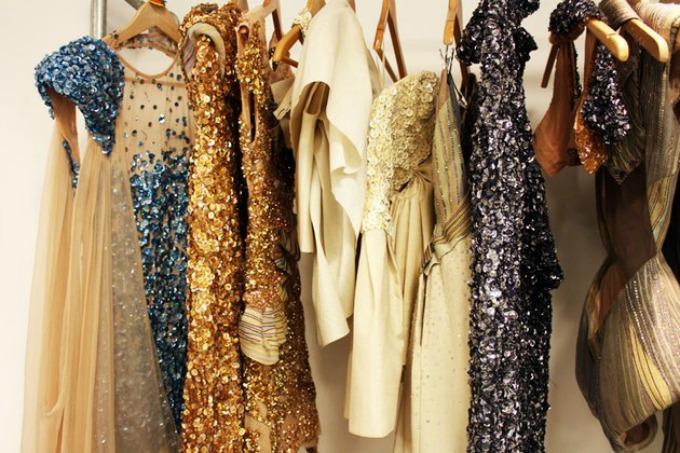 kako da nosite haljine sa sljokicama 1 Kako da nosite haljine sa šljokicama