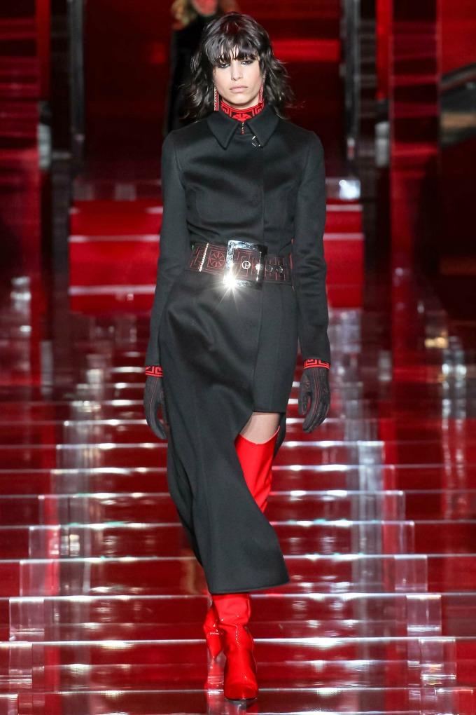 milanska nedelja mode revije brendova versace i moschino 1 Milanska Nedelja mode: Revije brendova Versace i Moschino