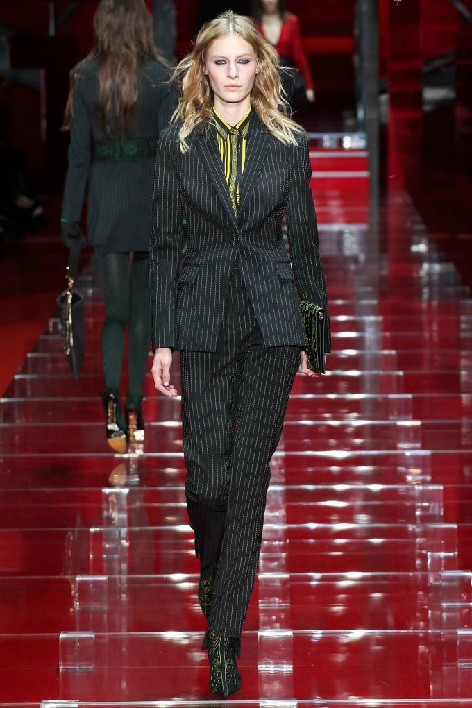 milanska nedelja mode revije brendova versace i moschino 3 Milanska Nedelja mode: Revije brendova Versace i Moschino
