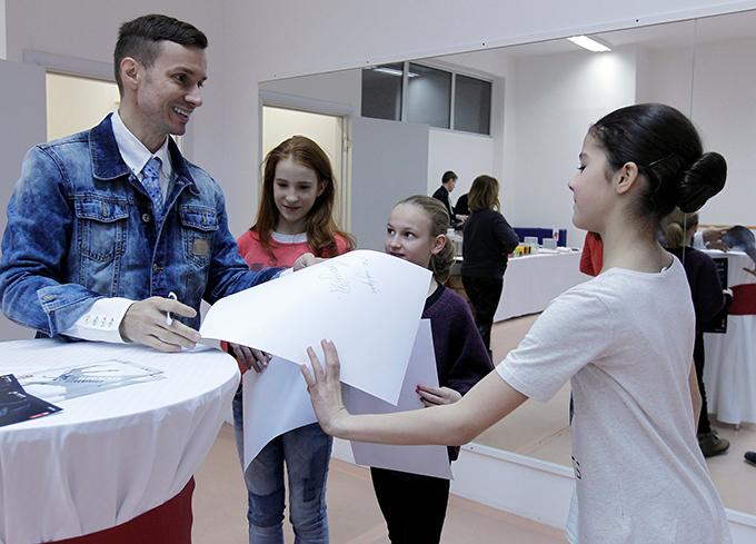 Aleksandar Antonijevic i Vip talenti Izložba fotografija Aleksandra Antonijevića u Galeriji Progres