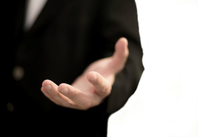 muska ruka Šta da radi zrela žena sa nezrelim muškarcima