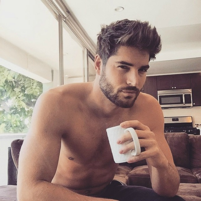 muskarac i kafa 2 Sa njima bismo rado pile kafu