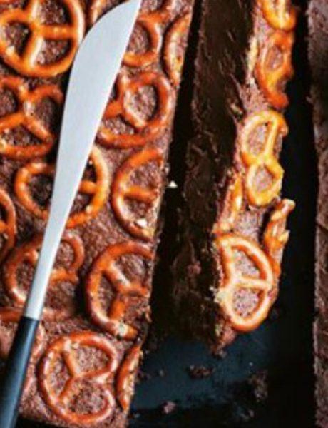 Ukusna i zabavna poslastica: Torta sa crnom čokoladom i perecama