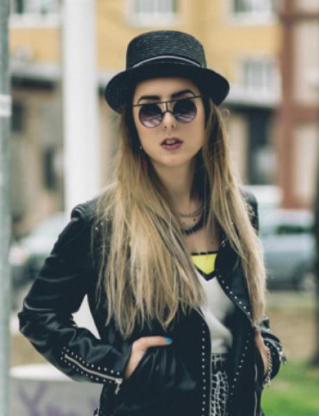 Reebok Classic modni predlog: Ponesi patike i suknju
