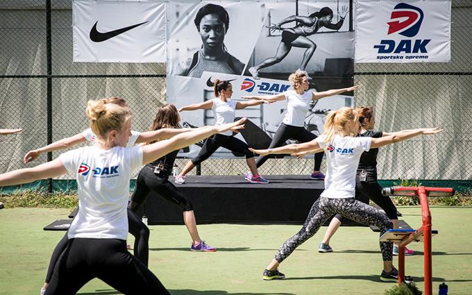 Poznate dame u joga vezbama Održan ženski trening na Olimpu