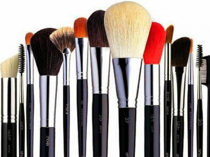ciscenje cetkica za sminkanje 1 Kako da očistite vaše četkice za šminkanje