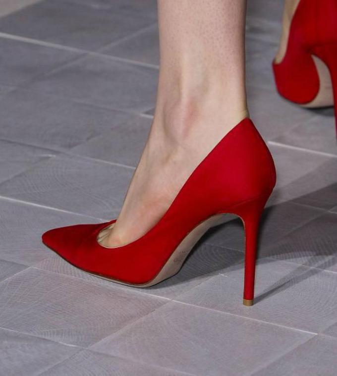 crna salonka Vodič kroz poslovni stil: Visina potpetice