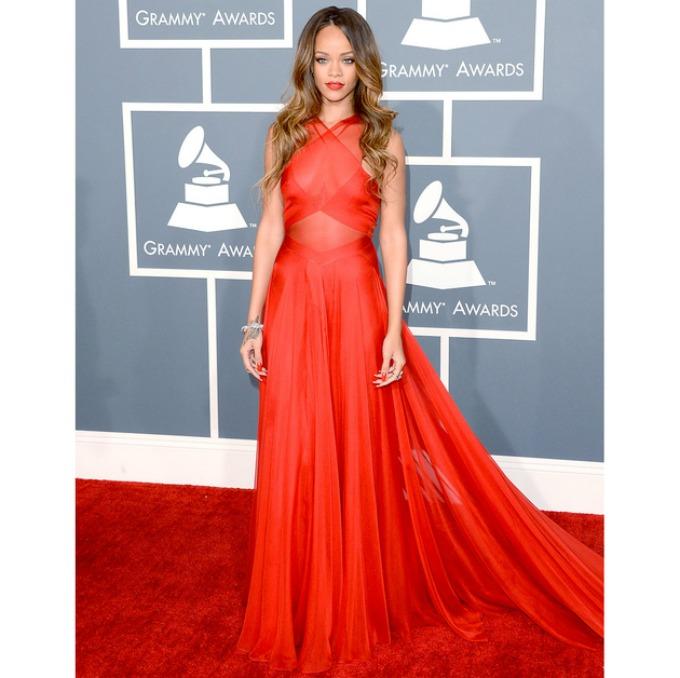rijana 4 Moda na crvenom tepihu: Rijana