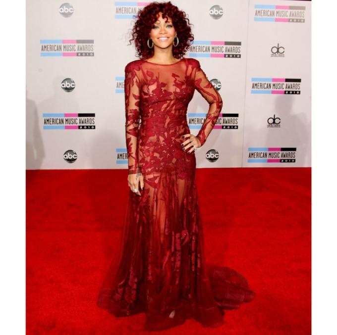 rijana 8 Moda na crvenom tepihu: Rijana