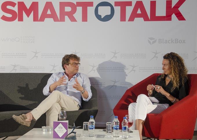 Dragan Bjelogrlić i Maja Piščević izvršna direktorka AmCham a na SmartTalk u Neophodna saradnja i otvoreni dijalog svih umetnika za promene na bolje