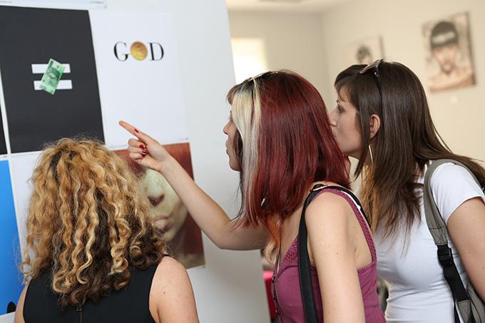 EGallery fotografija 3 EGallery: Posetioci izložbe kreirali zajedno sa umetnicima