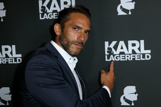Hjioonoie loves Karl Ovaj frajer čuva Karla Lagerfelda