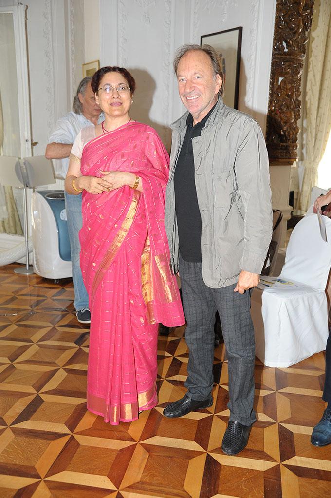 Međunarodni dan joge Nj.E. ambasadorka Indije gđa Narinder Čohan i reditelj Goran Paskaljević Proslava Međunarodnog dana joge