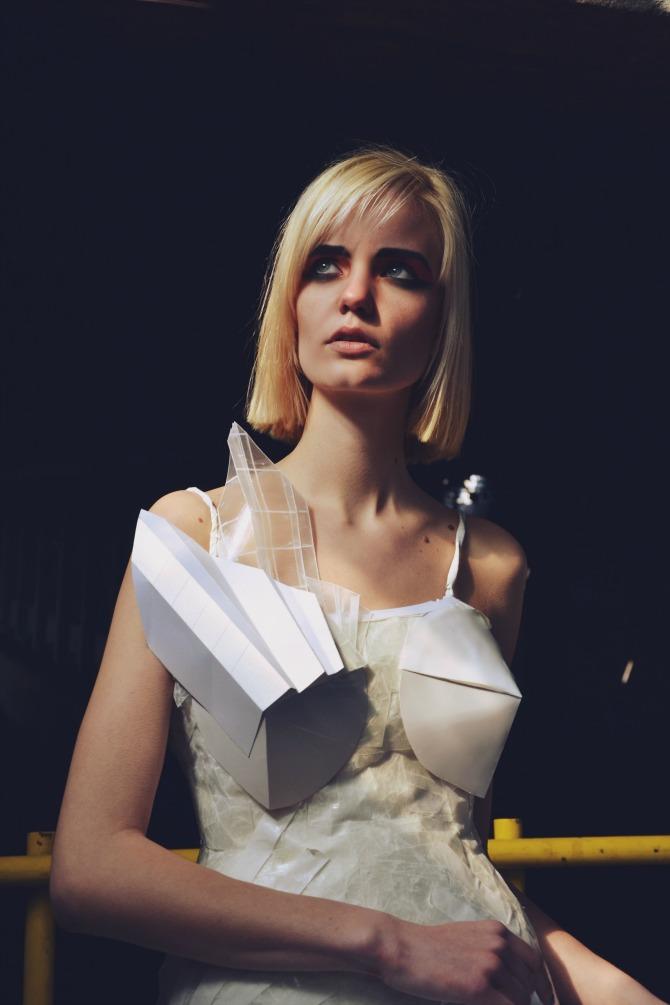 Slika 16 Predstavljamo vam editorijal papirnih haljina mladih studenata Modnog dizajna