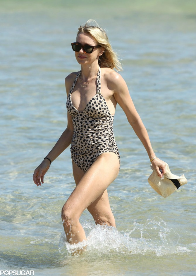 naomi vots One imaju preko 40 i izgledaju sjajno u bikiniju