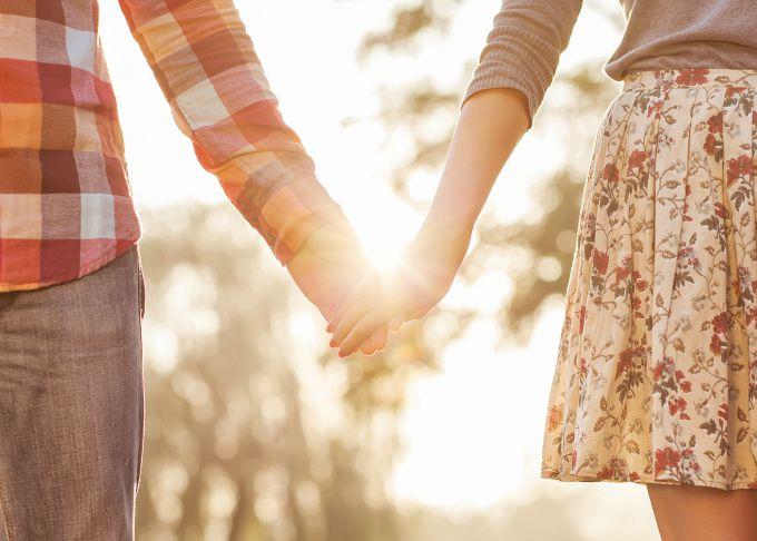 drzanje za ruke Kako da privučeš pravog dečka za sebe