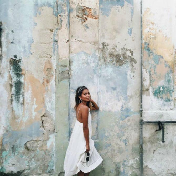 modne blogerke poza pogled preko ramena1 Pogled preko ramena je novi trend u poziranju