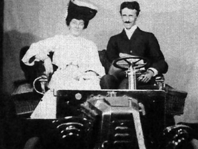 nikola tesla i nepoznata zena Nikola Tesla predvideo superiornost žena