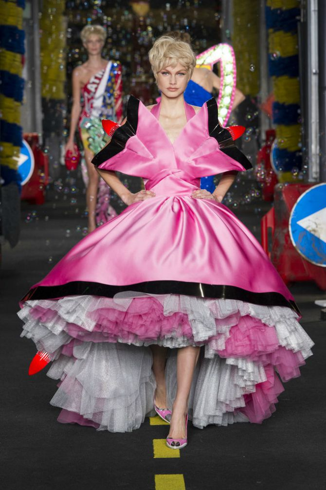 Milan Moschino1 Najglamuroznije toalete sa ovogodišnjih Nedelja mode