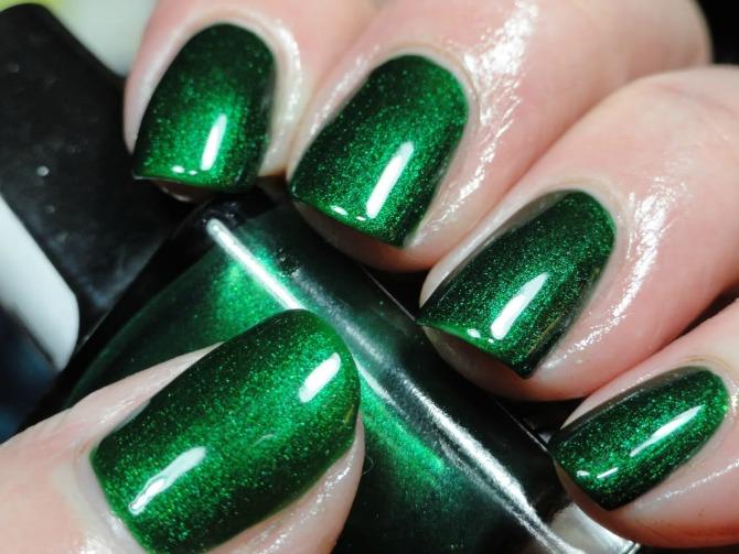 lak u boji smaragda Izaberi boju laka za nokte prema horoskopskom znaku
