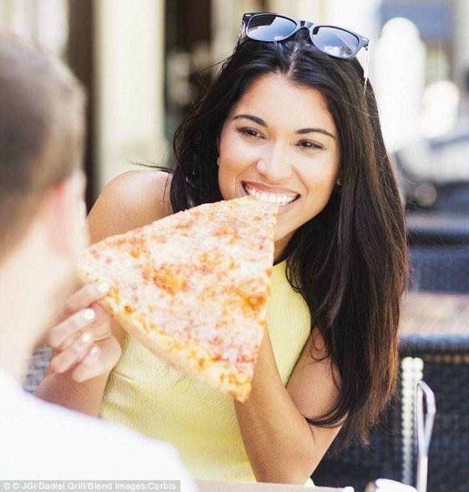 nacin na koji jedes picu i karakter 4 Šta način na koji jedeš picu govori o tebi?