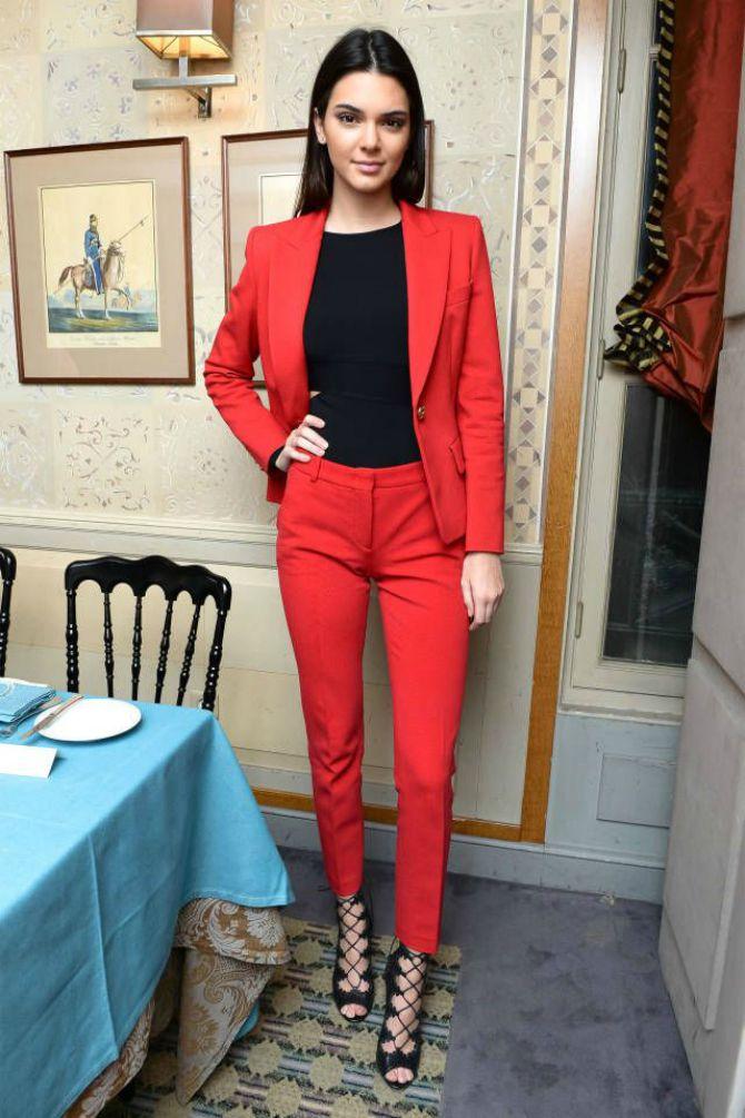 poslovna odeca1 Izgledaj ženstveno u poslovnoj odeći
