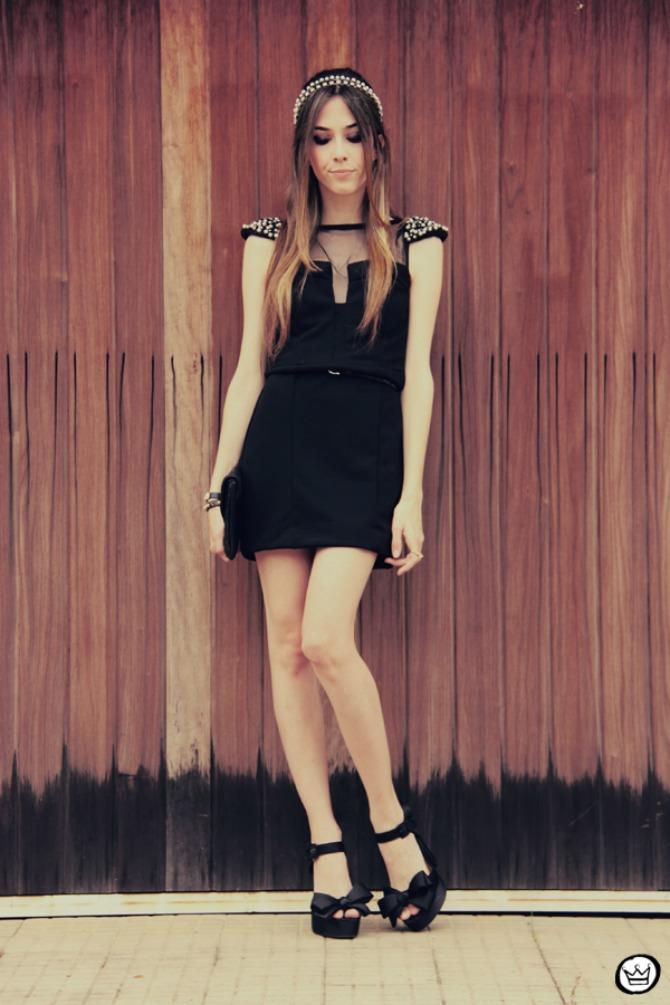 mala crna haljina i biseri Kako da malu crnu haljinu upotpuniš aksesoarima