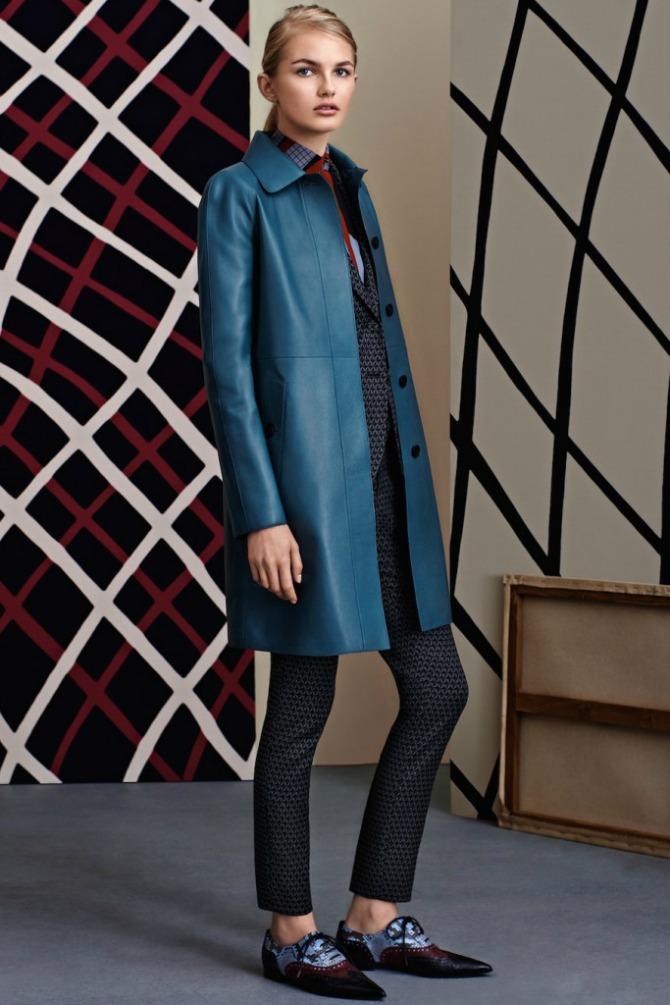 plav kozni kaput Kožna odeća u boji je novi must have