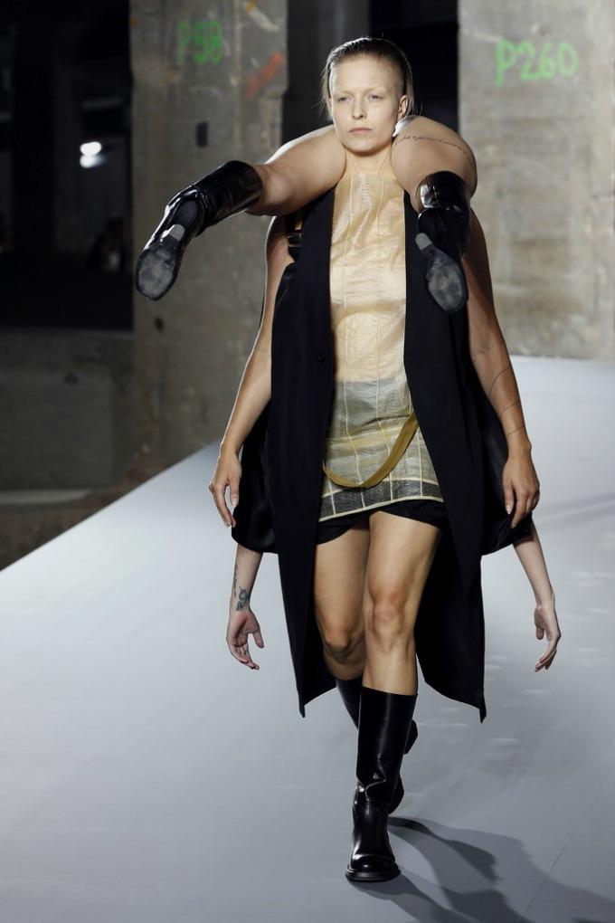 rick owens balmain pfw 1 Rick Owens i Balmain pokorili Paris Fashion Week