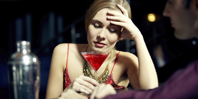 zena pije koktel Mesečni horoskop za novembar: Lav