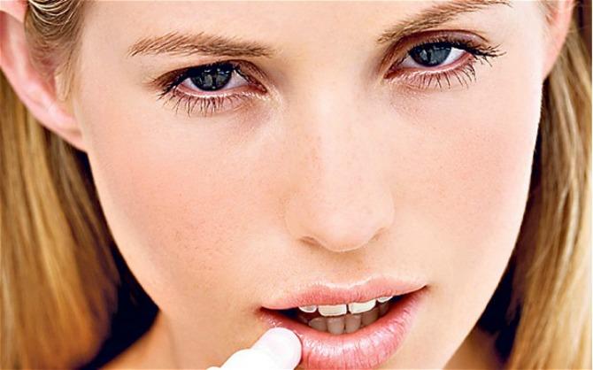 balzam za usne1 Zašto labela čine da tvoje usne još više ispucaju?