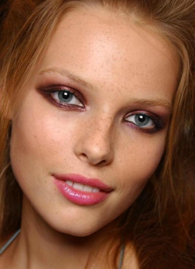 boja ajlajnera prema boji očiju 5 Kako da ajlajnerom istaknete oči na pravi način?